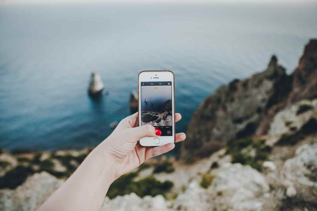 Holidays 2021 are coming soon! How to prepare your phone for travel?
